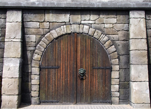Castle「Wooden arched doors surrounded by stones in medieval design」:スマホ壁紙(18)