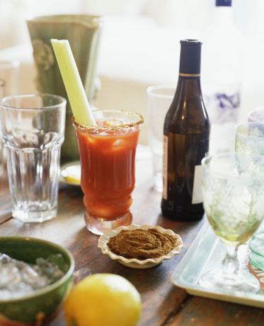 Cocktail「Bloody Mary on crowded table」:スマホ壁紙(9)