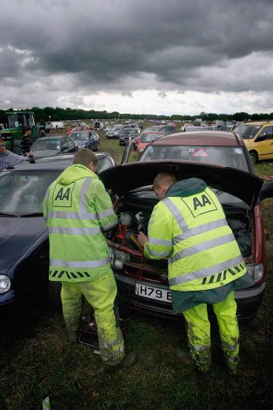 Worthy Farm「Festival Goers Depart From A Muddy Glastonbury」:写真・画像(6)[壁紙.com]
