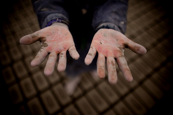 Hand「Children Work In Kabul Brick Factory」:写真・画像(7)[壁紙.com]