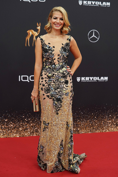 Scooped Neck「Red Carpet Arrivals - Bambi Awards 2019」:写真・画像(4)[壁紙.com]