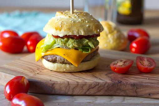 Guacamole「Sesame roll with burger, avocado cream, salad, ketchup and tomatoes」:スマホ壁紙(12)