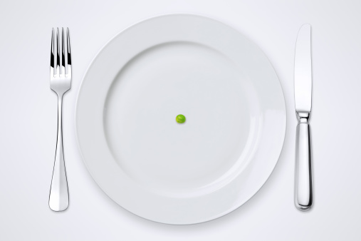 Table Knife「One Green Pea On Plate. Table Setting With Clipping Path.」:スマホ壁紙(1)