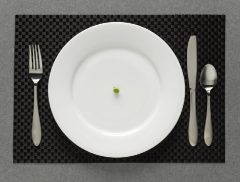Place Setting「One green pea on white plate with table setting, elevated view」:スマホ壁紙(18)