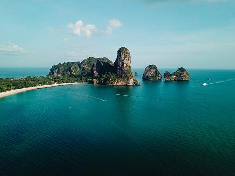 島「崖にライレイ ビーチ、クラビ、タイ」:スマホ壁紙(7)