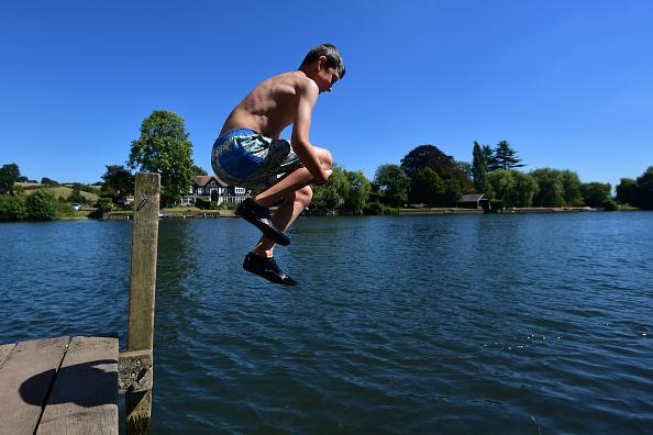 Henley-On-Thames「England Enjoys The Start Of A Two Day Heatwave」:写真・画像(6)[壁紙.com]