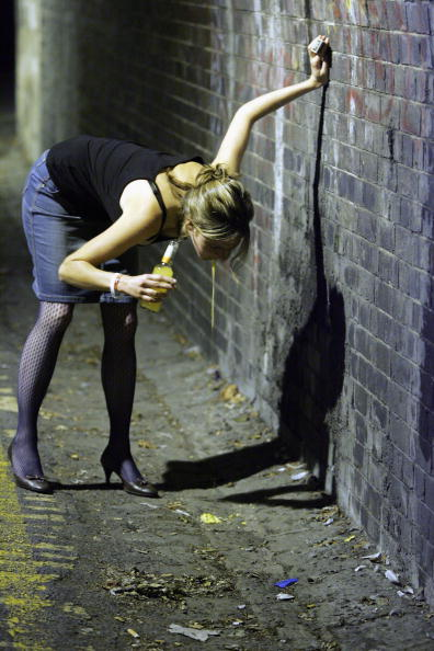 Alcohol Abuse「Pubs And Clubs in England and Wales Prepare For New Licensing Laws」:写真・画像(4)[壁紙.com]