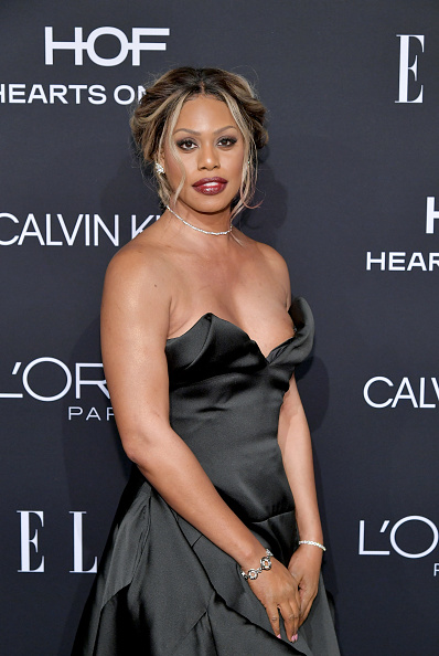Celebration「ELLE's 25th Annual Women In Hollywood Celebration Presented By L'Oreal Paris, Hearts On Fire And CALVIN KLEIN - Red Carpet」:写真・画像(6)[壁紙.com]