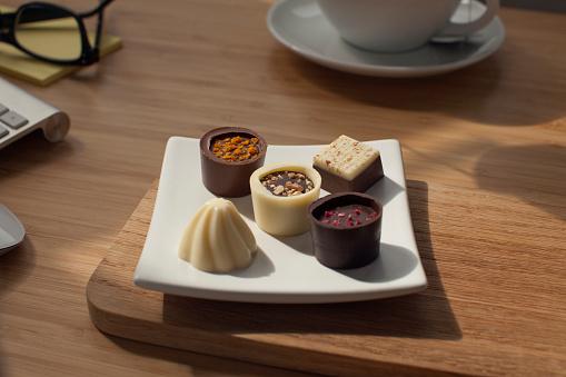 Milk Chocolate「Appreciation. Gift of gourmet chocolates at work.」:スマホ壁紙(12)