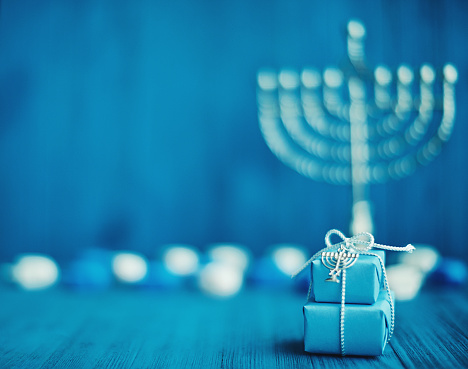 Gift「Defocused Hanukkah Background with Menorah, Gifts and Dreidel」:スマホ壁紙(2)