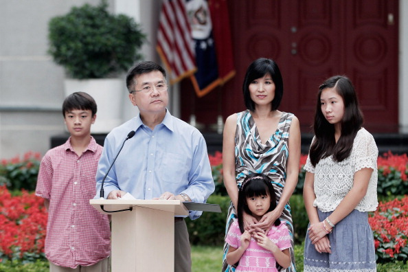 Courtyard「U.S. Ambassador To China Gary Locke Meets The Media In Beijing」:写真・画像(12)[壁紙.com]