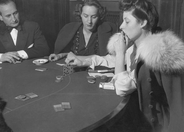 Table「Women Playing Poker」:写真・画像(19)[壁紙.com]