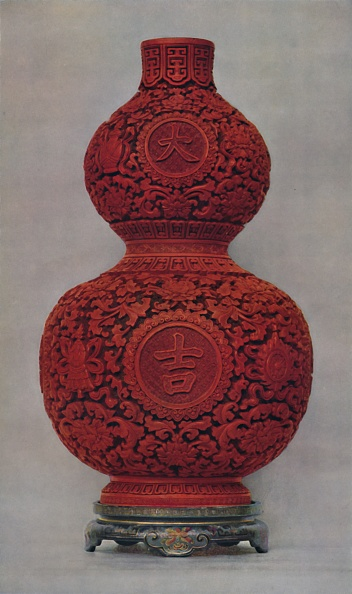 Costume Jewelry「Vase Of Carved Red Lacquer On Olive Green Ground With Stand Of Flat Lacquer」:写真・画像(15)[壁紙.com]