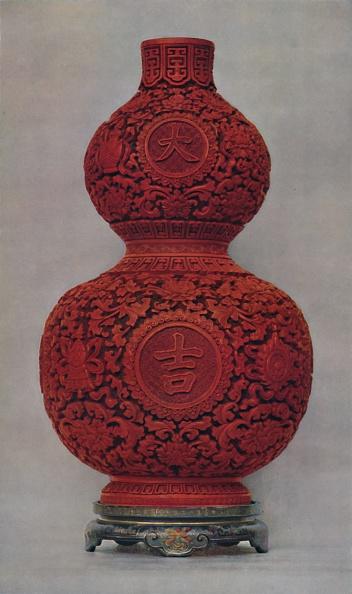 花瓶「Vase Of Carved Red Lacquer On Olive Green Ground With Stand Of Flat Lacquer」:写真・画像(9)[壁紙.com]