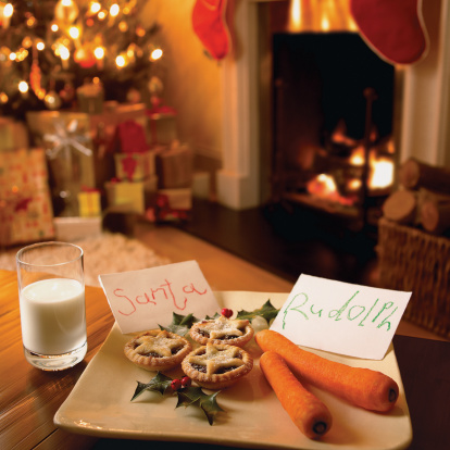 Mince Pie「Mince Pie, Carrots and a Glass of Milk in a Living Room in Anticipation of Father Christmas」:スマホ壁紙(18)
