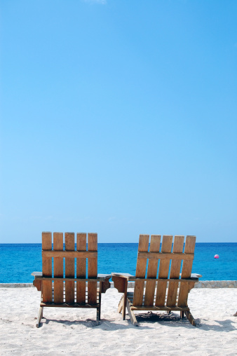 Deck Chair「Empty Vacation Beach Chairs on Caribbean White Sand Copy Space」:スマホ壁紙(6)