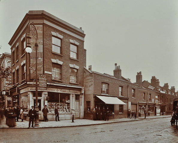 1900-1909「Row Of Shops In Lea Bridge Road, Hackney, London, September 1909」:写真・画像(7)[壁紙.com]
