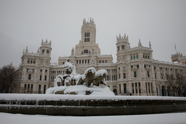 Madrid「Snow Hits Madrid As Temperatures Plummet In Spain」:写真・画像(11)[壁紙.com]