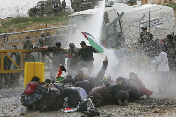 West Bank「Violent Protest Against Israeli Separation Fence」:写真・画像(7)[壁紙.com]