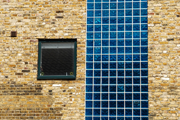 Full Frame「Modern glass tiles integrated into a converted building, Greenwich, South-East London, UK」:写真・画像(7)[壁紙.com]