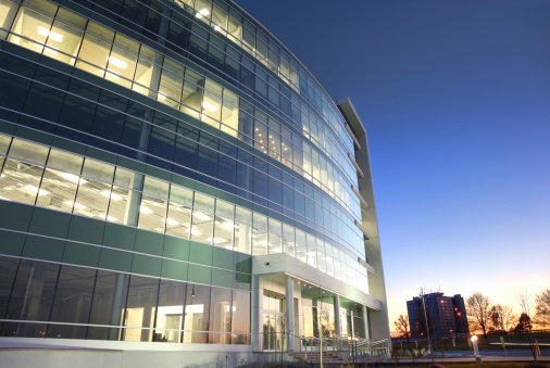 Office Park「Modern glass office building at sunset」:スマホ壁紙(5)