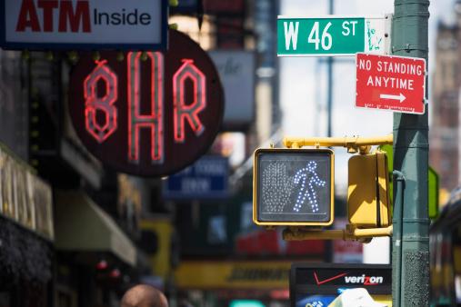 ネオン「Street sign, traffic light, advertising on 46th Street in New York City, NY, USA」:スマホ壁紙(3)