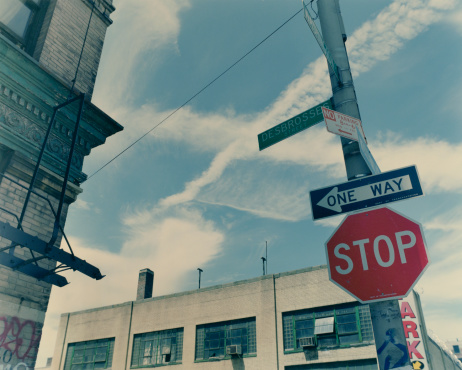 Guidance「Street sign by buildings, low angle view」:スマホ壁紙(19)