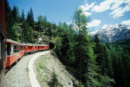 Passenger「Italy, Tirano - St. Moritz, Train approaching to tunnel in mountain area」:スマホ壁紙(8)