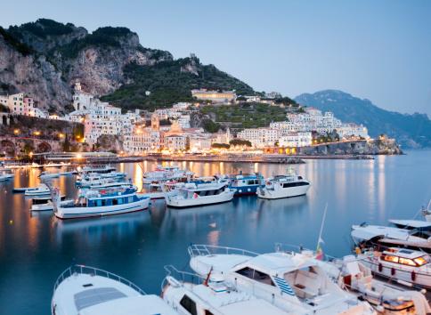 アマルフィ海岸「Amalfi port at dusk」:スマホ壁紙(3)