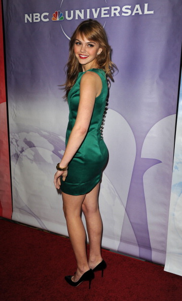 肩ごしに見る「NBC Universal 2011 Winter TCA Press Tour All-Star Party」:写真・画像(2)[壁紙.com]