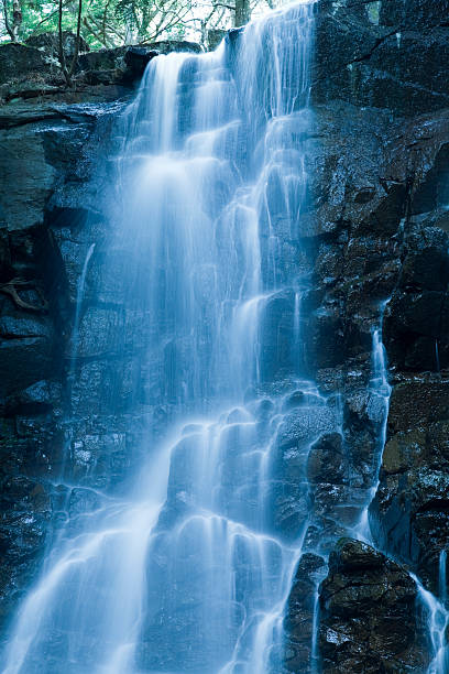Cascading Water:スマホ壁紙(壁紙.com)