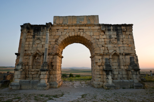 Roman「Ancient Roman ruins at sunset at the partially excavated Roman city of Volubilis near Meknes, Morocco.」:スマホ壁紙(10)