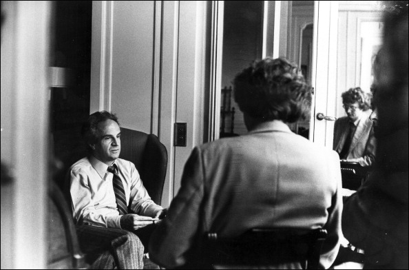 映画監督「Francois Truffaut being interviewed by Stephen Pyle」:写真・画像(13)[壁紙.com]