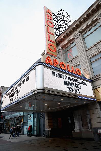 Small Group Of People「Singer Natalie Cole Dies At 65」:写真・画像(15)[壁紙.com]