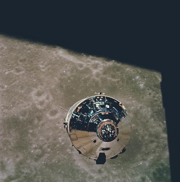 Orbiting「Apollo 10 Command Module」:写真・画像(2)[壁紙.com]