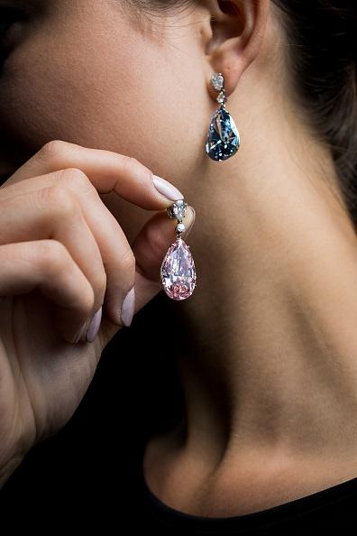 ダイヤモンドイヤリング「Geneva Fine Jewels Highlights Exhibition At Sotheby's, London」:写真・画像(1)[壁紙.com]