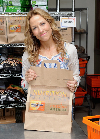 Healthy Eating「Sheryl Crow Joins One A Day Women's Nutrition Mission Grant Competition Winner At NYC Food Pantry」:写真・画像(5)[壁紙.com]