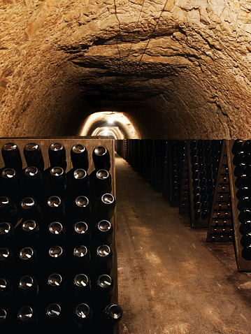 Saturated Color「Wine bottles in a cellar」:スマホ壁紙(2)
