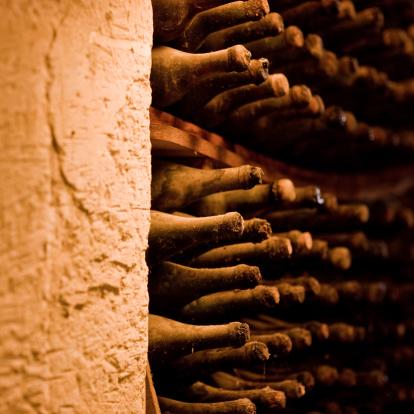 France「Wine bottles in cellar」:スマホ壁紙(16)