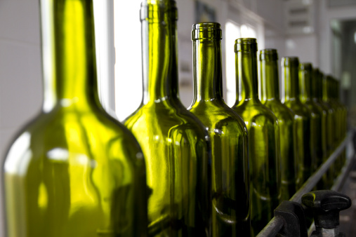 Continuity「Wine bottles colored green on an assembly line」:スマホ壁紙(11)