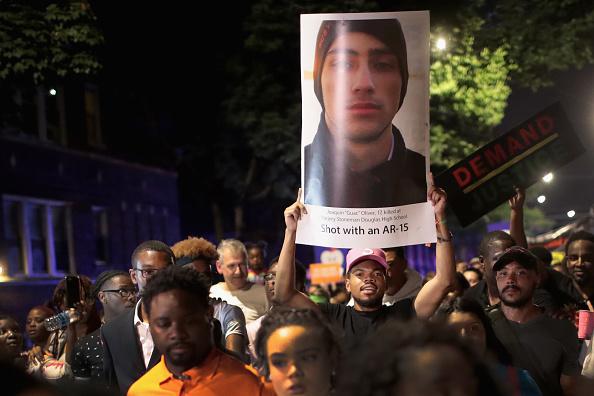 Scott Olson「Chicago Residents Hold 'Summer Of Peace' March Against Gun Violence」:写真・画像(11)[壁紙.com]