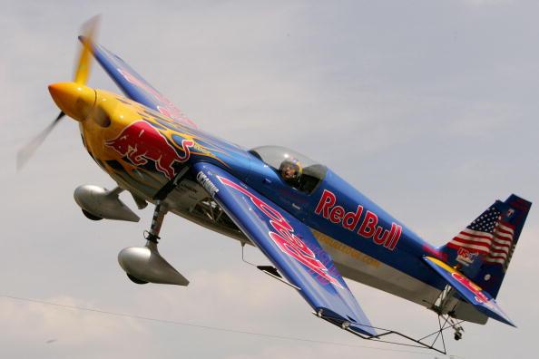 Drag Racing「Red Bull - Dragster vs. Plane」:写真・画像(7)[壁紙.com]