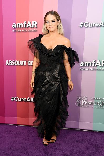 Middle Hair Part「2019 amfAR Gala Los Angeles - Arrivals」:写真・画像(3)[壁紙.com]