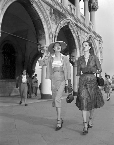 Standing「Fashion Walk」:写真・画像(13)[壁紙.com]