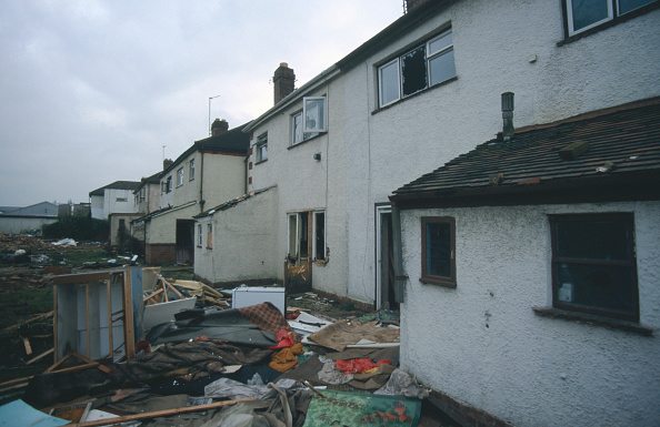 Boarded Up「Debris in back gardens of derelict semi-detached houses Cheltenham, United Kingdom」:写真・画像(11)[壁紙.com]