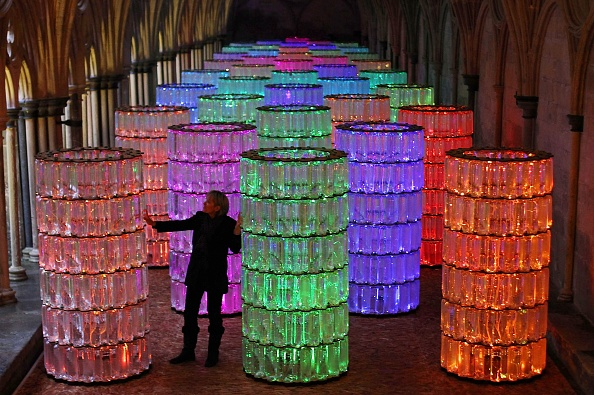Recycling「Bruce Munro's Water Towers Light And Sound Installation At Salisbury Cathedral」:写真・画像(13)[壁紙.com]
