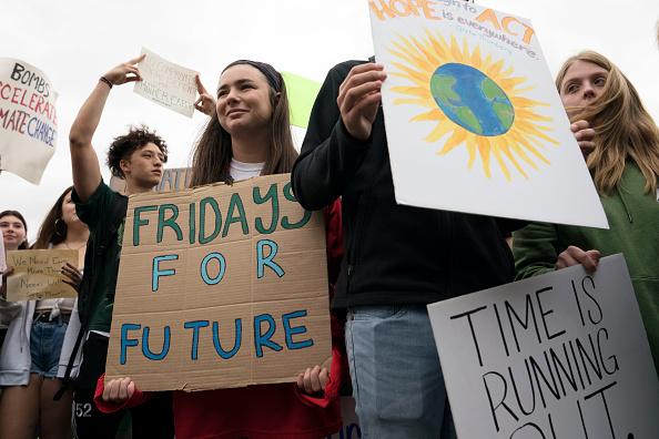 Global「Teen Activist Greta Thunberg Joins Climate Strike Outside The White House」:写真・画像(2)[壁紙.com]