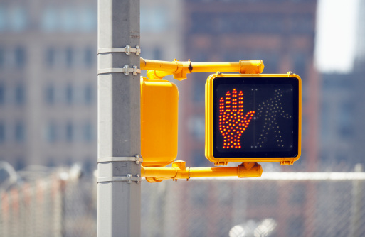 Human Hand「Do not cross sign on traffic lights, close-up」:スマホ壁紙(13)