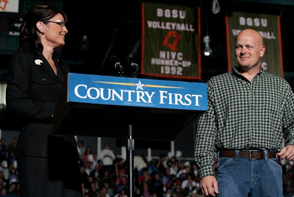 Joe Wurzelbacher「Palin Campaigns In Ohio Six Days Before Election」:写真・画像(9)[壁紙.com]