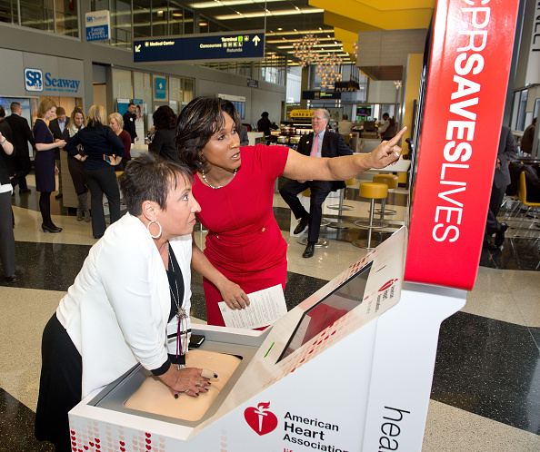 オヘア国際空港「The American Heart Association And The Anthem Foundation Debut Hands-Only CPR Kiosks At O'Hare And Four Other Airports」:写真・画像(15)[壁紙.com]